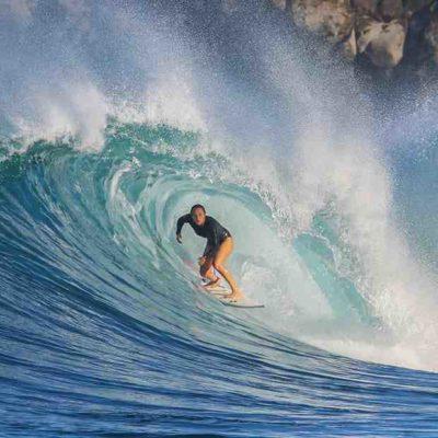 Sarah Hauser établit le record du monde de la plus grande vague féminine en planche à voile